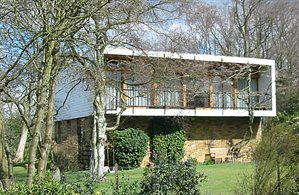 2 St Nicholas Close, Elstree (a modern house in a wooded setting, designed by Sir Norman Foster)